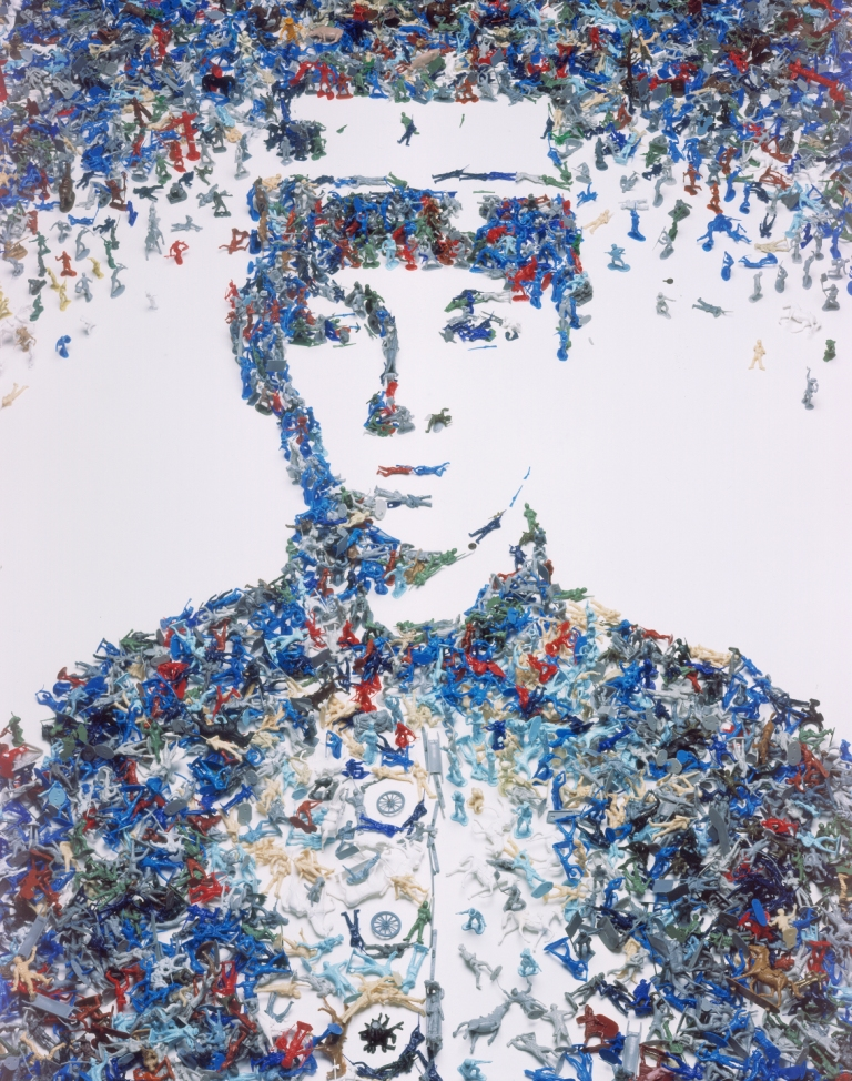 Toy Soldier (Monads Series), 2003 © Vik Muniz. Courtesy Xippas Galleries & Vik Muniz Studio