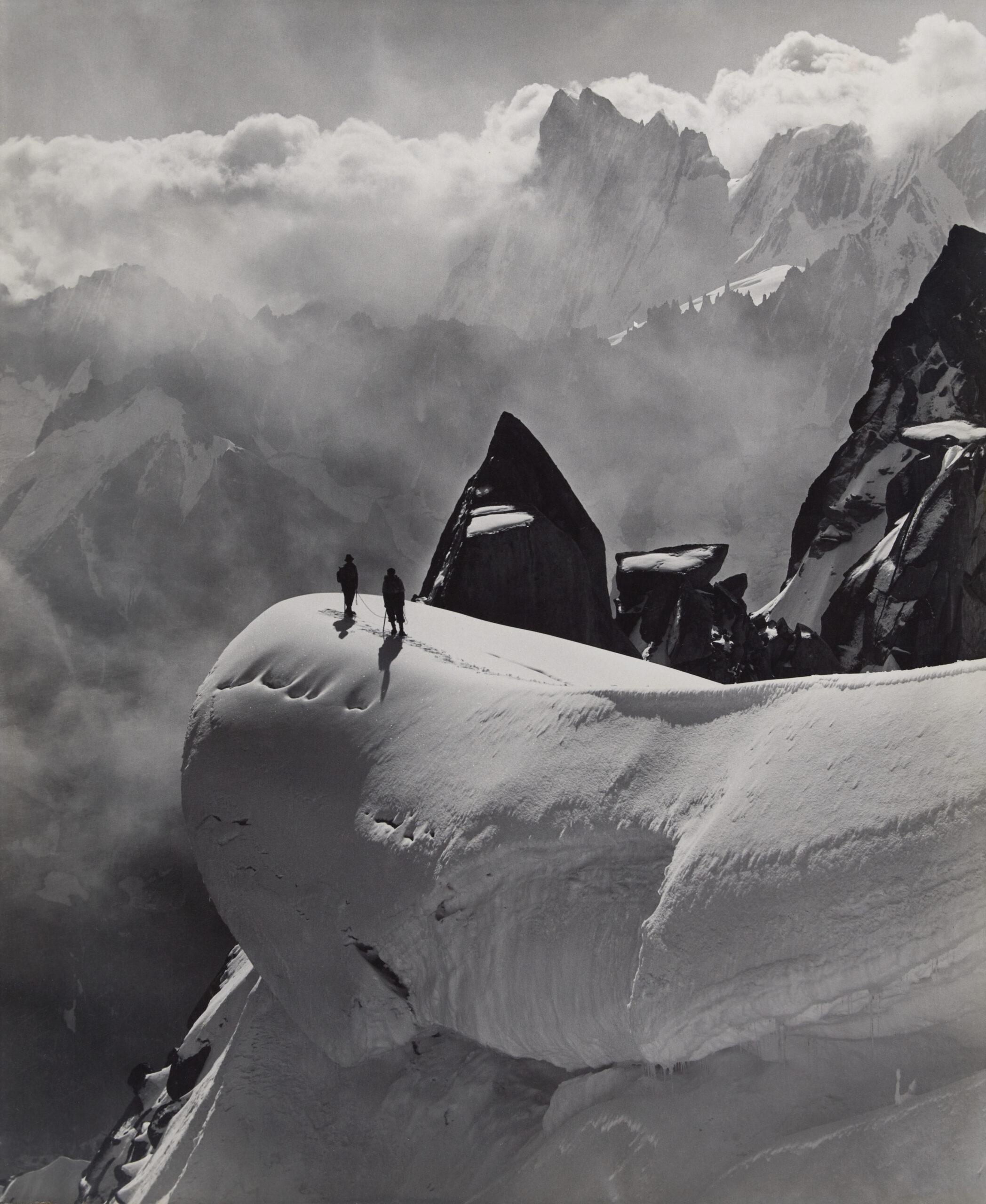 Georges Tairraz II, Traversée de l'aiguille du Midi à l'aiguille du Plan, Massif du Mont-Blanc, 1932, épreuve au gélatino-bromure d'argent. © Collection Crispini, Genève